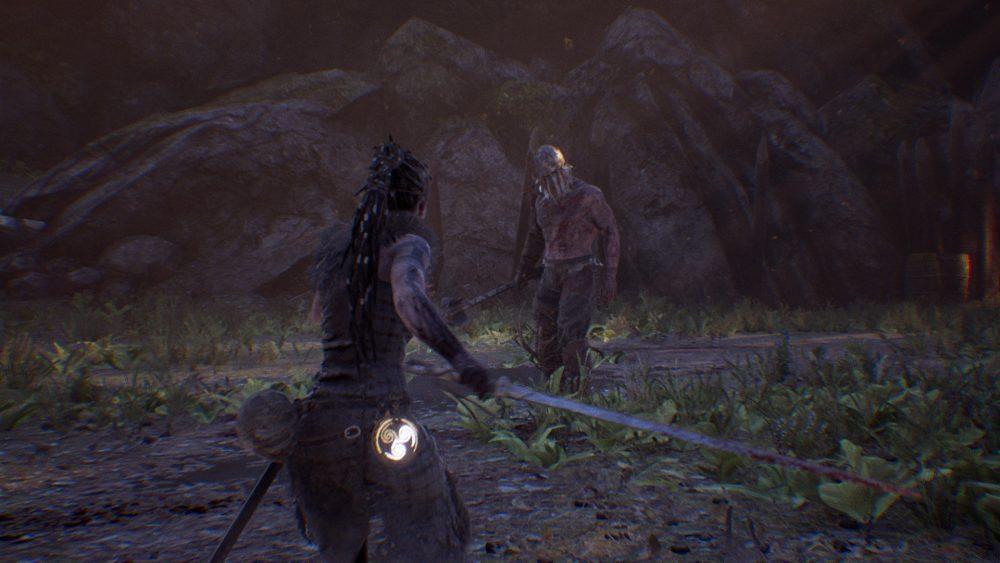 Senua enfrentando um de seus vários oponentes